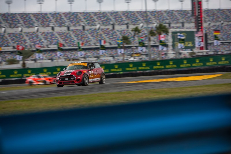 MINI JCW Team Wins 2017 BMW Endurance Challenge at Daytona